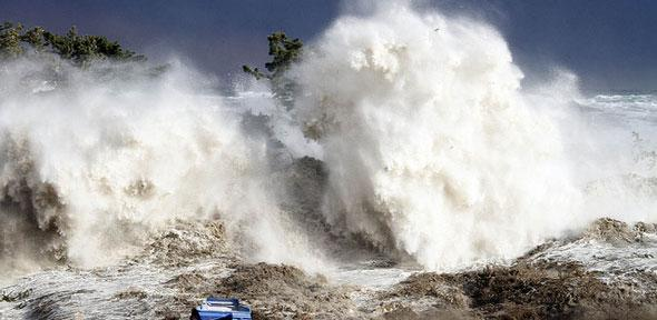 Tsunami Hits Minamisoma. Credit: Warren Antiola via flickr